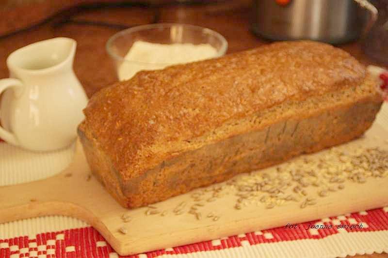 domowy chleb orkiszowy