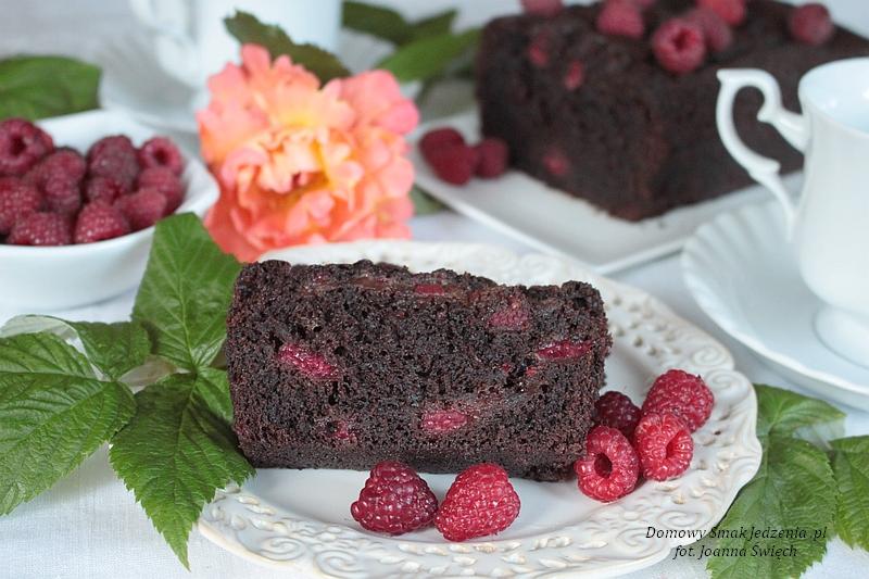 czekoladowe_ciasto_z_malinami