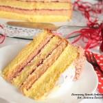 delikatny tort z malinową nutką