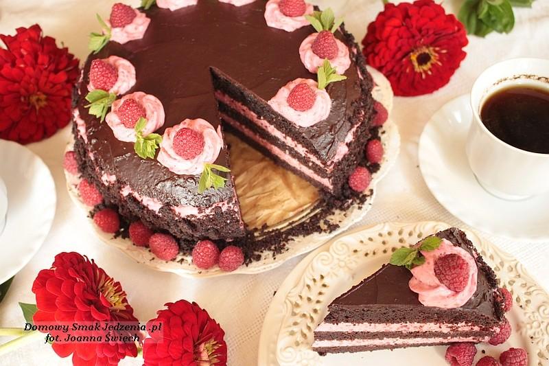 czekoladowy torcik z malinami