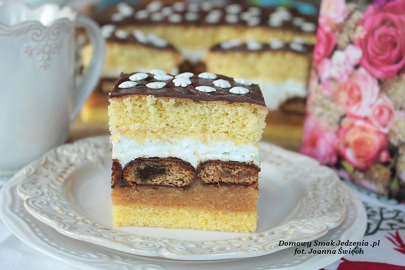 ciasto z pierniczkami i z masą ze śnieżki