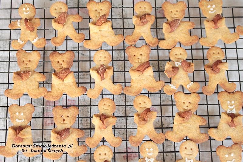 korzenne ciasteczka misie i ludki z migdałami