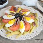 fasolka szparagowa z jajkiem, pomidorem i anchois
