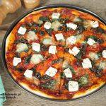 domowa pizza ze szpinakiem i fetą