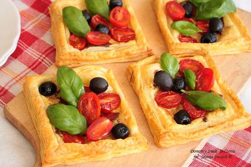 mini pizza na cieście francuskim – ekspresowa przekąska