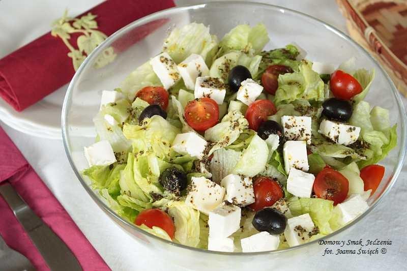 lekka i pyszna sałatka grecka – idealna na przyjęcia