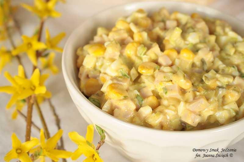 sałatka z kukurydzy i szynki