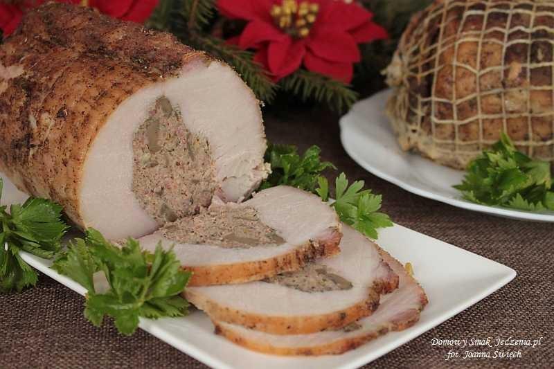 schab faszerowany mięsem mielonym i pieczarkami