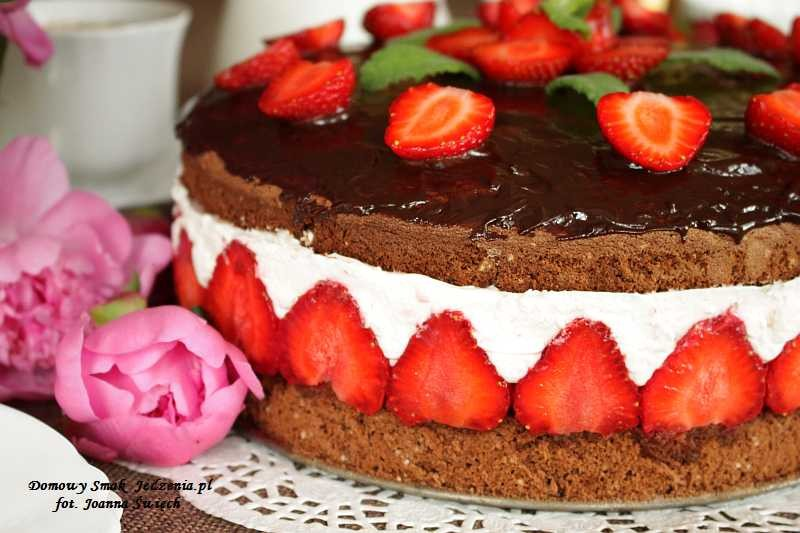ciasto czekoladowe z mascarpone i truskawkami